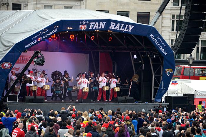 Eine Tribüne beim Fanfest der amerikanischen NFL Football Liga in London