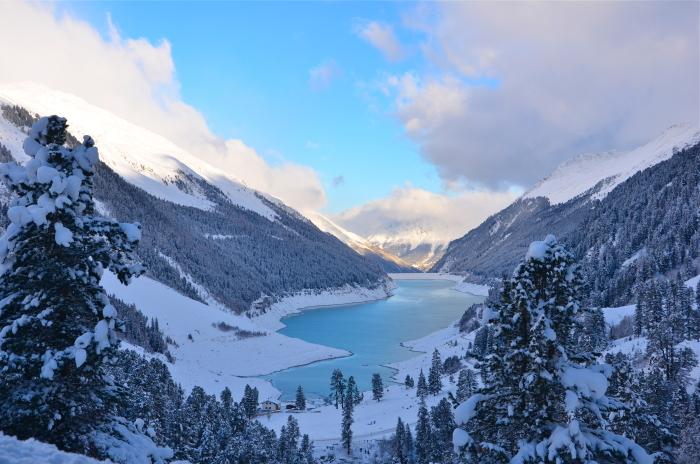 Ein Gletschersee auf einem Tiroler Gletscher