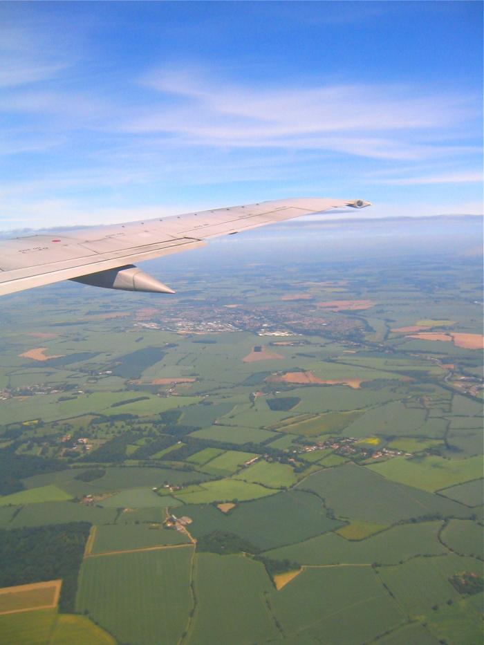 Der Blick aus dem Flugzeug auf Gegend rund um London