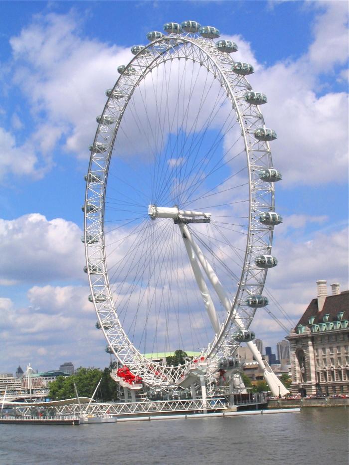 Das London Eye bei schönem Wetter