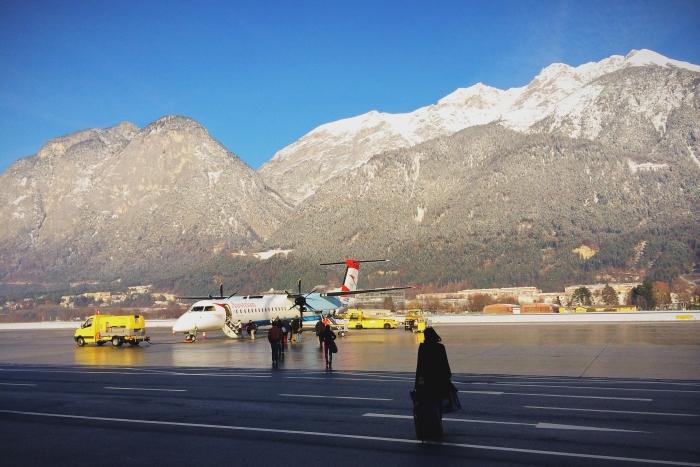 Am Innsbruck Airport geht es zu Fuß zum Flieger