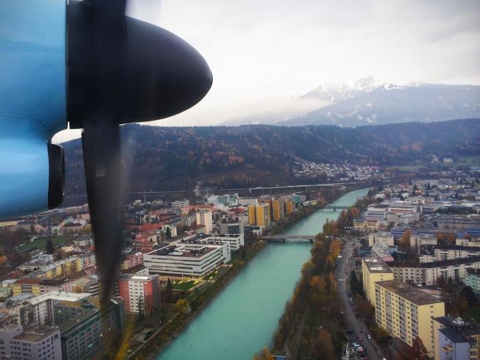 Innsbruck von oben nach dem Abflug am Innsbruck Airport