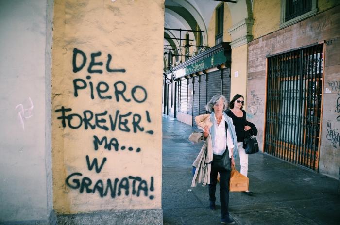 Ein Graffiti in Turin
