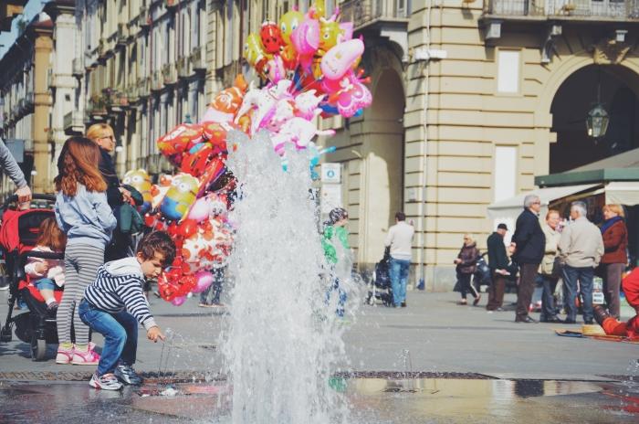 Ein Kind in Turin