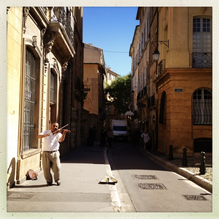A man playing the violin on the street in Aix-en-Provence