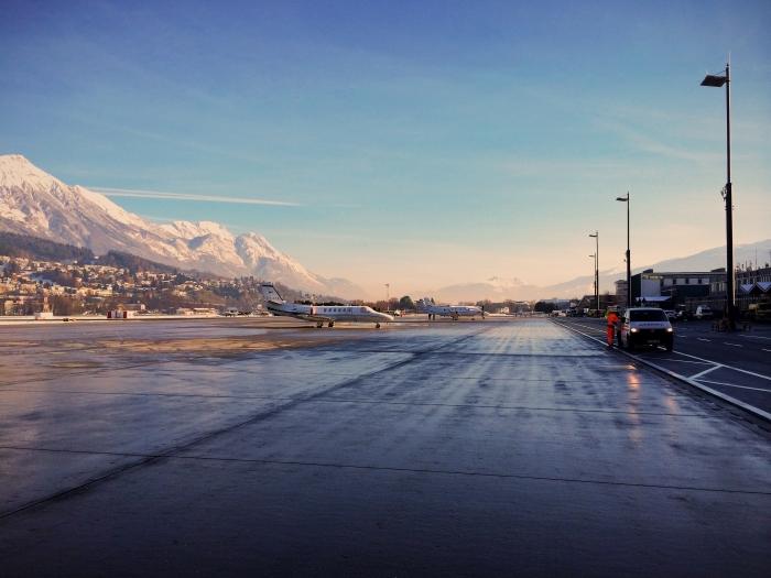 Der Runway des Innsbruck Airport in Österreich