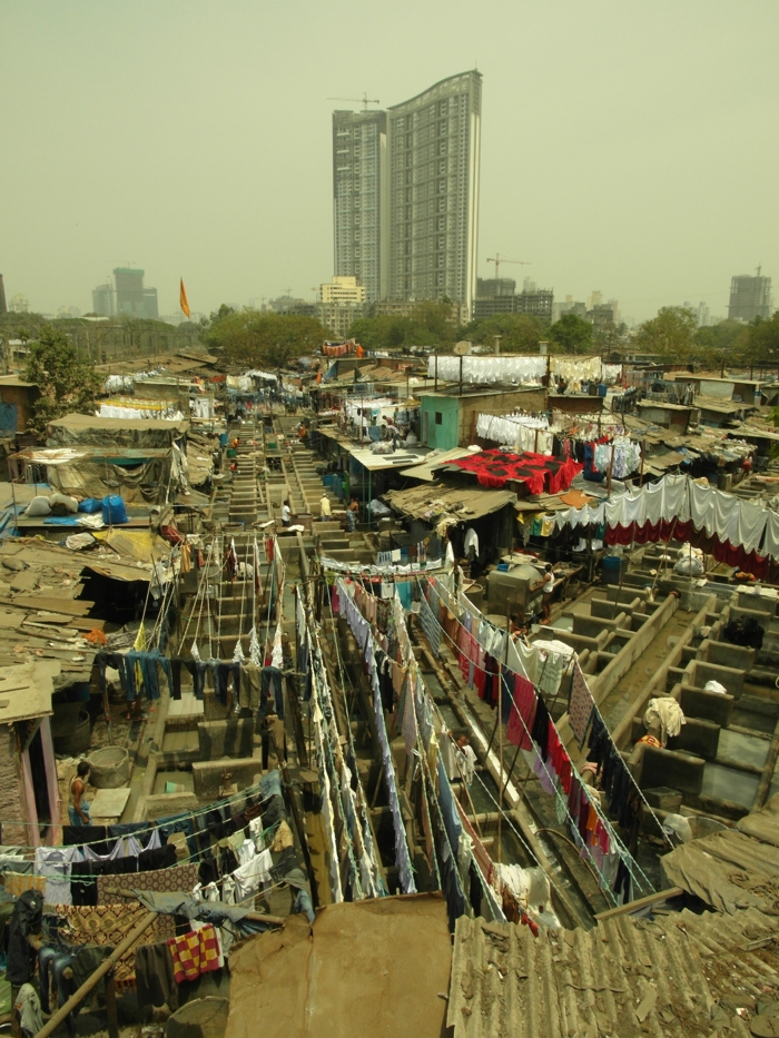 Slums_in_Mumbai_Mahalaxmi