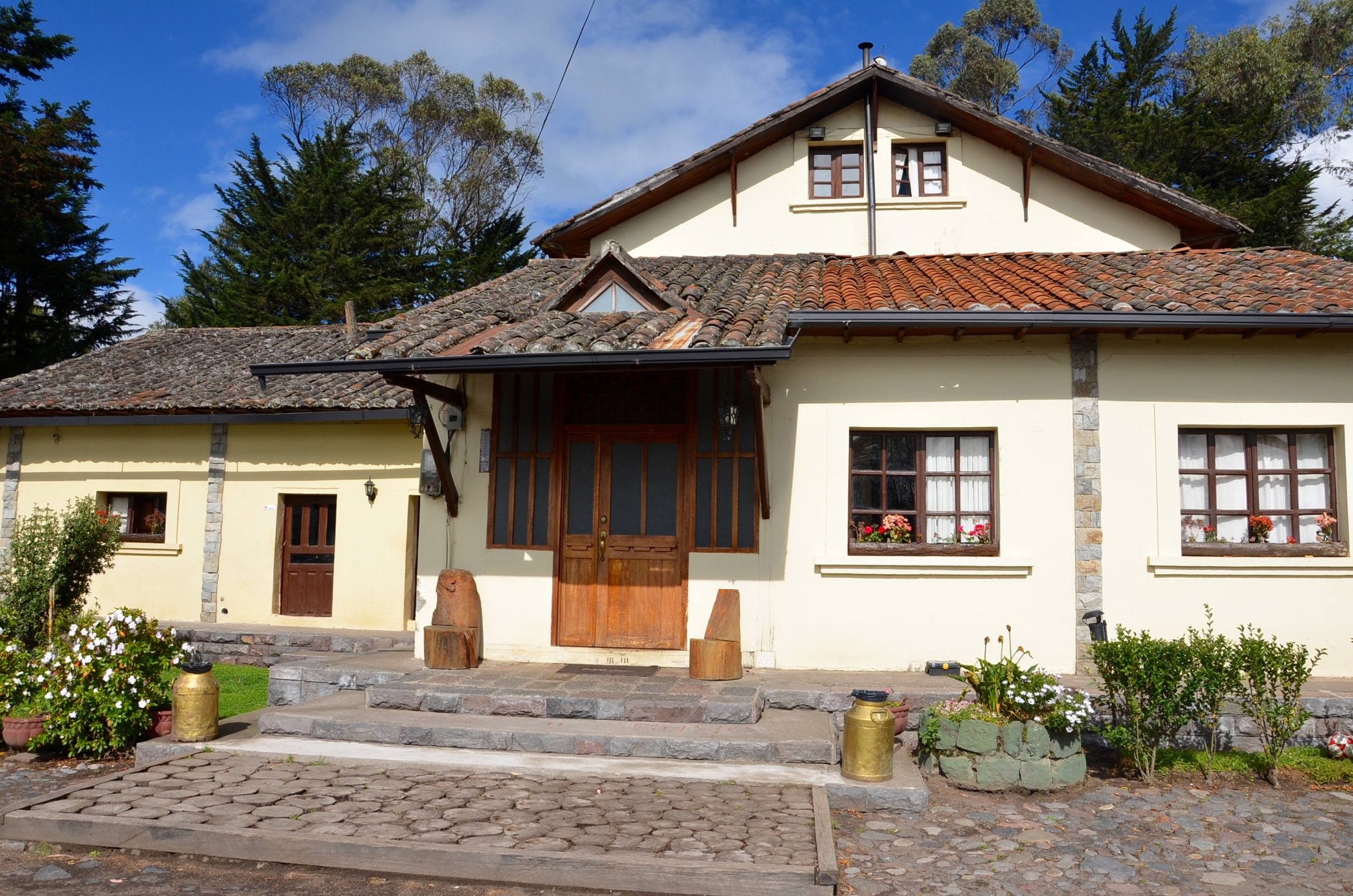 Hosteria_Papagayo_Hotel_Cotopaxi_Ecuador_House