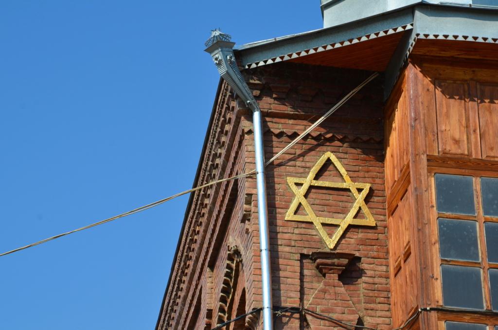 azerbaijan travel red village synagogue